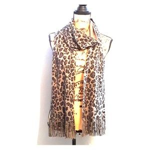 cejon scarf with grey cheetah print